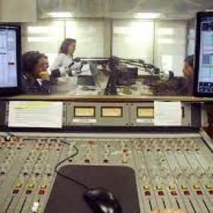 """Entrevista en Ràdio cugat.cat programa """"Molta comèdia"""" por Eduard Jener"""