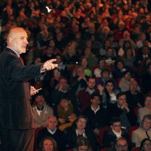 """Gran afluencia de público en la conferencia sobre """"el impacto neurológico de la música""""(Encuentros el Mercurio,16 agosto)"""
